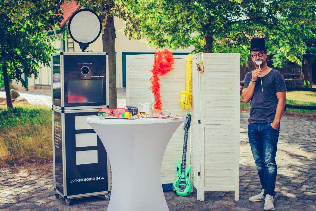 Fotobox mit Clown und Requisiten