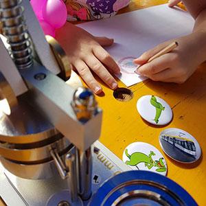 Buttonmaschine